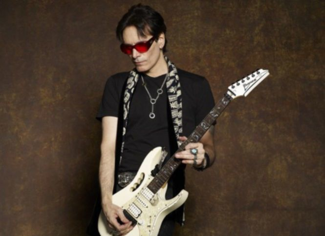 Steve_Vai_BlackJacket_086RSmiddle