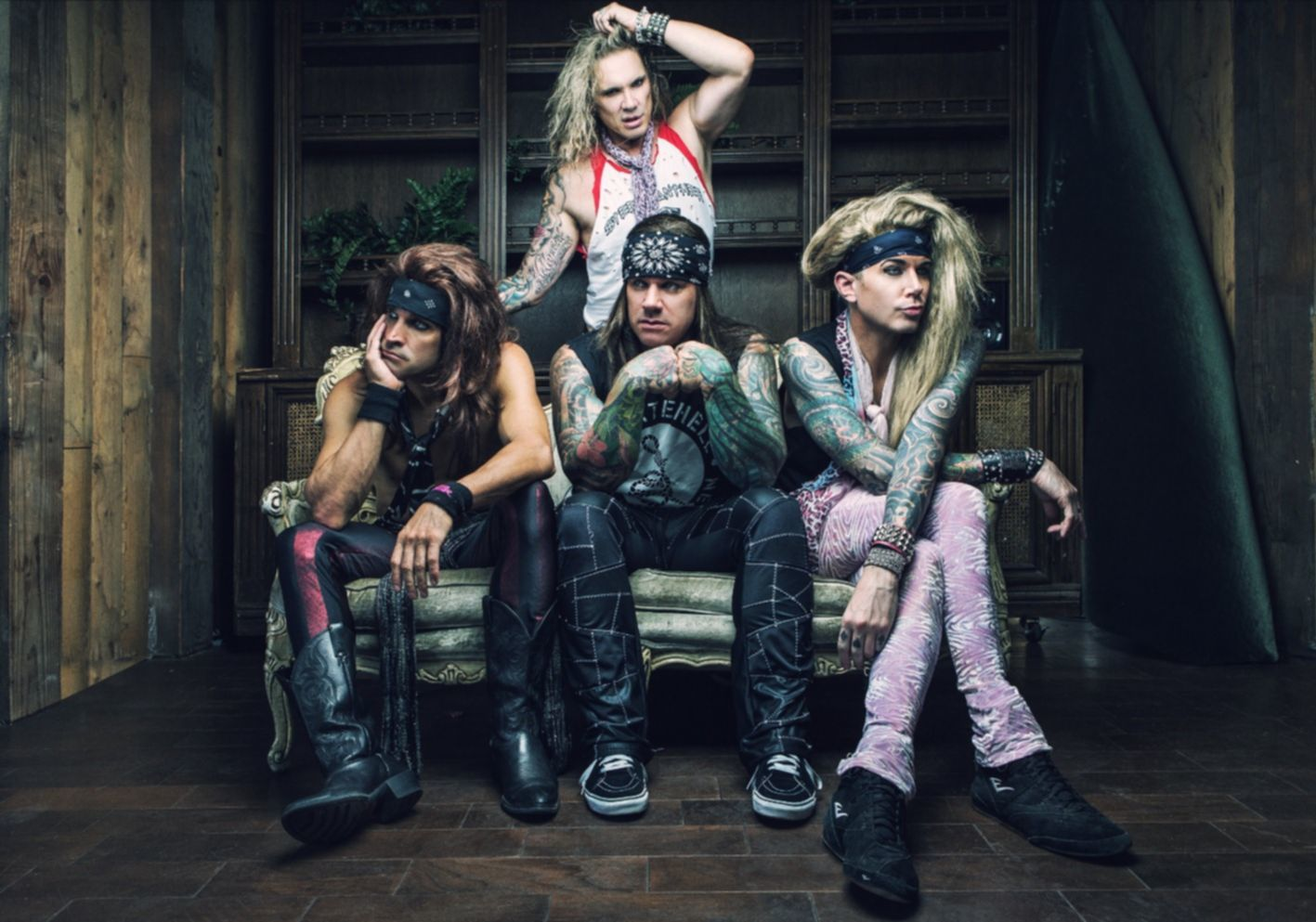 STEEL_PANTHER_Couch (photo by David Jackson)small press