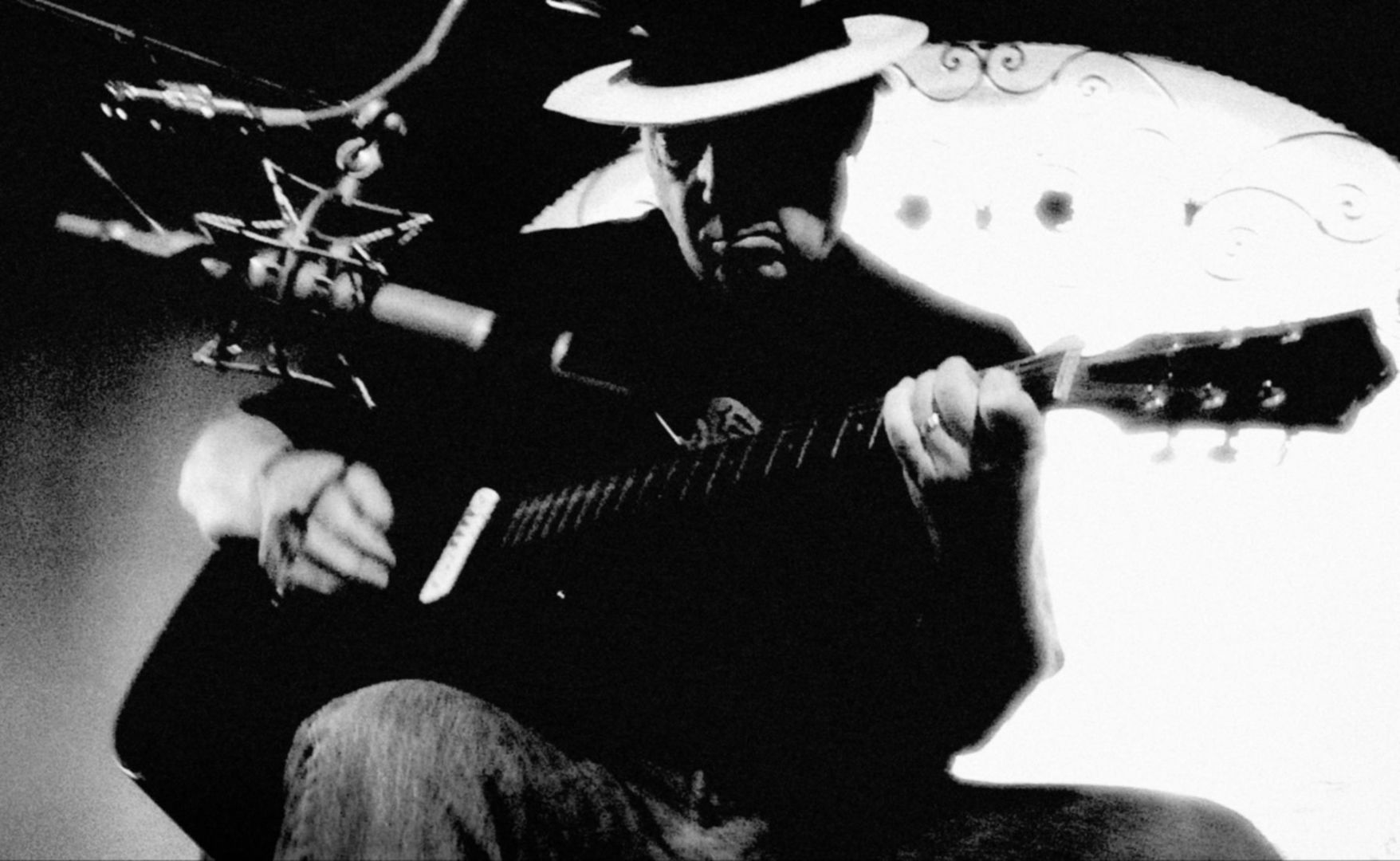 Neil_Young_New_Press_Picture_Solo