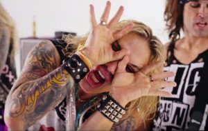 steel-panther-shes-tight4