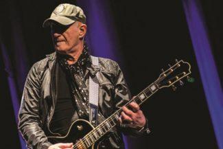 Gitarrist Jan Akkerman tourt bald durch Deutschland.