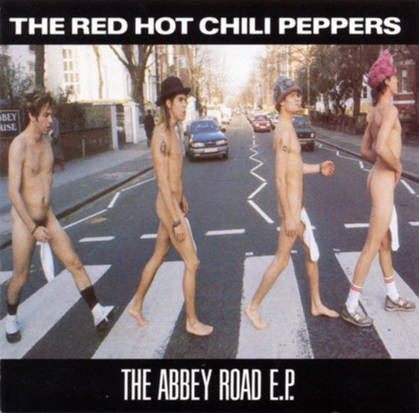 Red Hot Chili Peppers nackt auf dem Cover der Abbey Road EP.