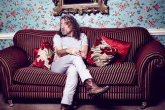 Ehemaliger Led Zeppelin-Frontmann Robert Plant bringt heute sein neues Album CARRY FIRE auf den Markt.