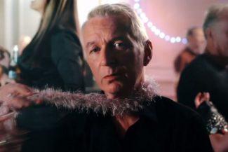 Thunder in ihem neuen Video zu Christmas Day