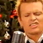 Billy Idol im Video zu White Christmas.