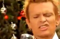 Billy Idol im Video zu White Christmas.