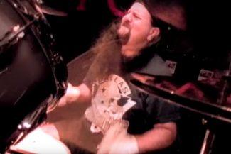 Vinnie Paul von Pantera im Video zu Walk
