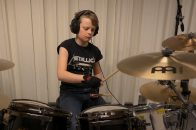 10 Jähriger trommelt metallica