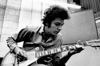 Mike Bloomfield mit Gitarre