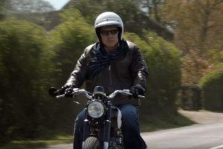 Mark Knopfler auf Motorrad im Video zu Good On You Son
