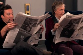 Paul MccCartney und Jimmy Fallon mit Aufzug Streich